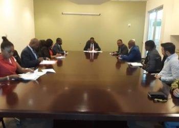 El Ministro de Minas e Hidrocarburos se reúne con las empresas que operan en las aéreas de explotación de Bindung.