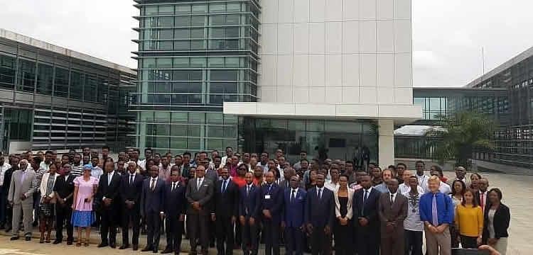 El Presidente de la República de Sao Tome y Príncipe S.E. Sr. D. Evaristo Carvalho visitó en la mañana de este viernes 16 de agosto las instalaciones del Instituto Tecnológico Nacional de Hidrocarburos de Guinea Ecuatorial ubicado en la ciudad de Mongomo.
