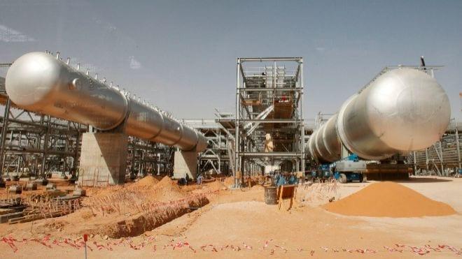 Aramco, la mayor petrolera del mundo, opera al 50% por el ataque hutí en Arabia Saudí