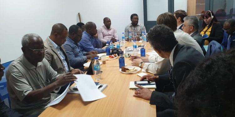 La comisión del Fondo Monetario Internacional (FMI) se reúne con la Sociedad Civil