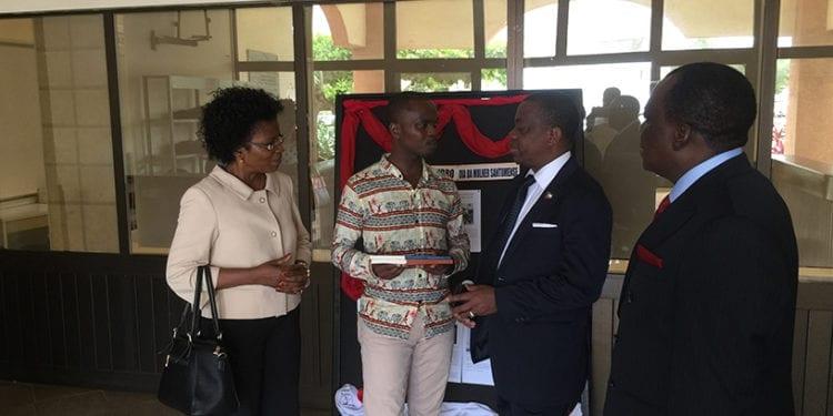 El Ministro de Cultura, Turismo y Promoción Artesanal se reúne con el Primer Ministro de Sao Tomé.