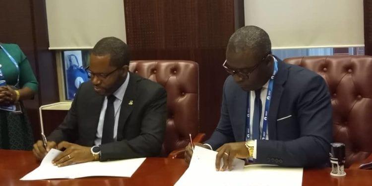 El ministro de Minas e Hidrocarburos firma un memorando de entendimiento con la empresa Tradex