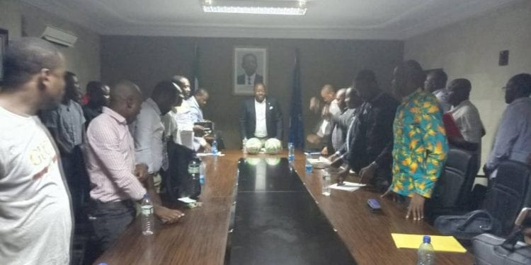 Gustavo Ndong Edú Mantiene dos reuniones por separadas dos días antes del inicio de la liga masculina de futbol de primera división