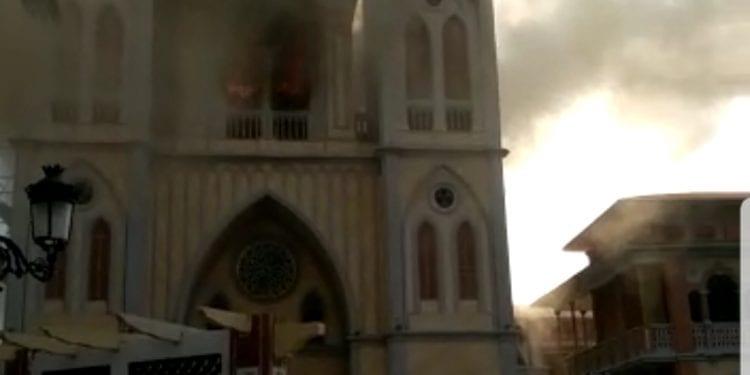 Incendio en la catedral de Malabo por causas aun desconocidas