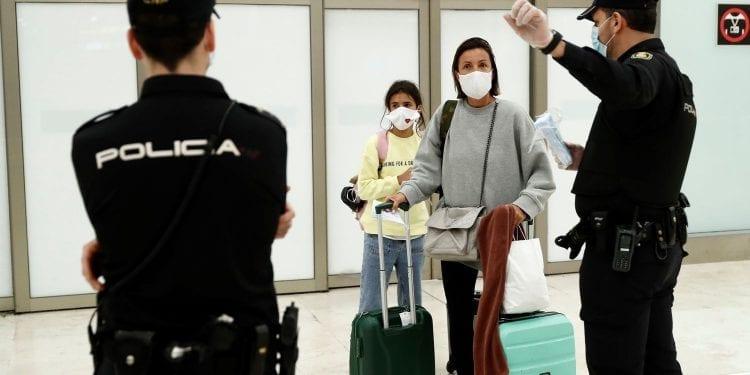 COVID-19: España decreta una cuarentena de 14 días a quien venga del extranjero