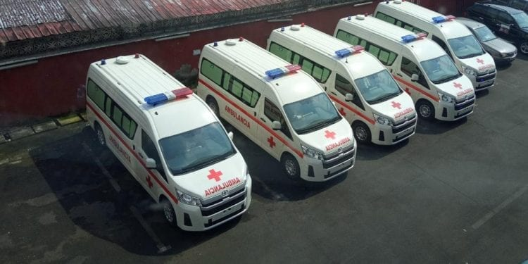 El gobierno adquiere cinco nuevas ambulancias para reforzar la logística sanitaria