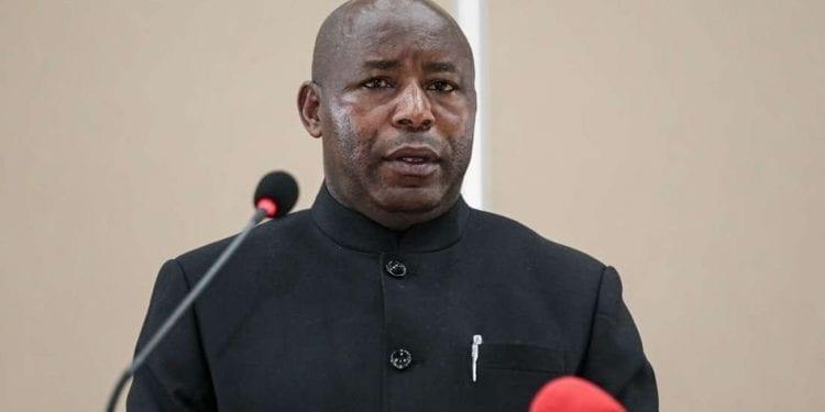 El nuevo presidente de Burundi, Evariste Ndayishimiye presta juramento