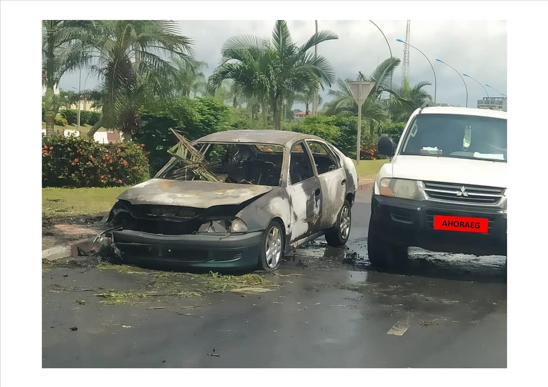 ULTIMA HORA: Un vehículo arde en llamas en plena vía pública