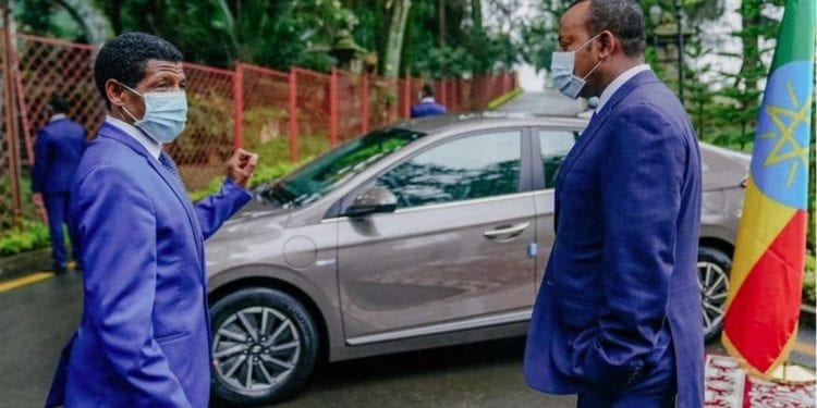 Etiopía presenta automóvil eléctrico ensamblado localmente