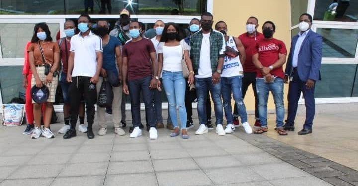 Llegan a Malabo 15 jovenes ecuatoguineanos con licencias de mantenimiento de aviones