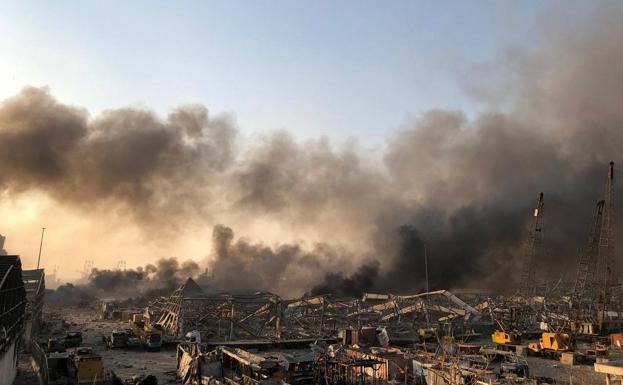 Al menos 50 muertos y 2.700 heridos por dos violentas explosiones en el puerto de Beirut
