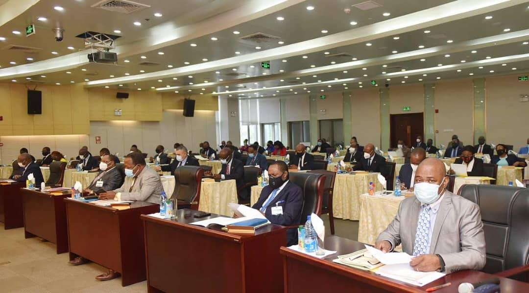 La Comisión de Revisión del Gasto Público solicita la aplicación de impuestos especiales e incrementación de derechos de aduana