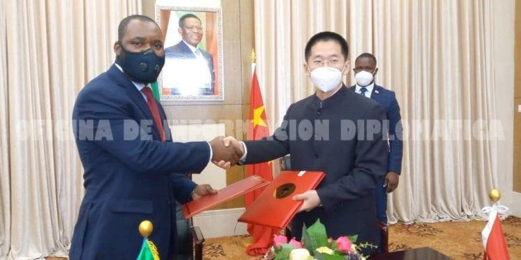 Guinea Ecuatorial firma con China el acuerdo para la construcción de un hospital en Niefang