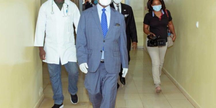 El ministro de Sanidad visita el Hospital Regional de Malabo