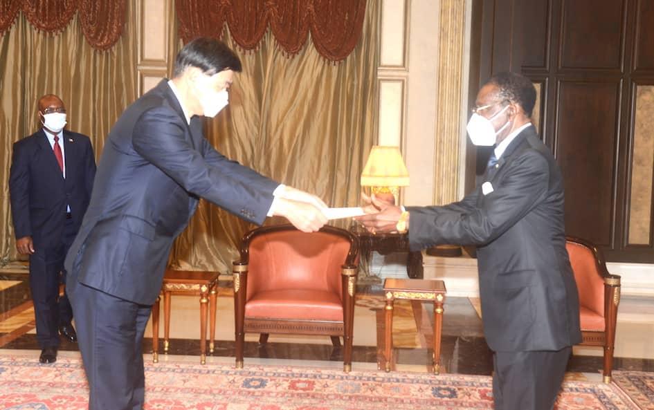 Estos son los seis nuevos Embajadores que han entregado sus Cartas Credenciales al Presidente Obiang