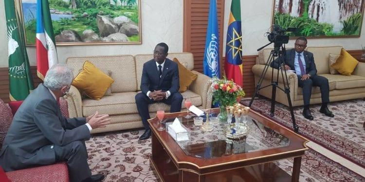Crisantos Obama Ondo recibe a su homólogo Manuel Salazar en la cancillería de Guinea Ecuatorial en Addis Abeba