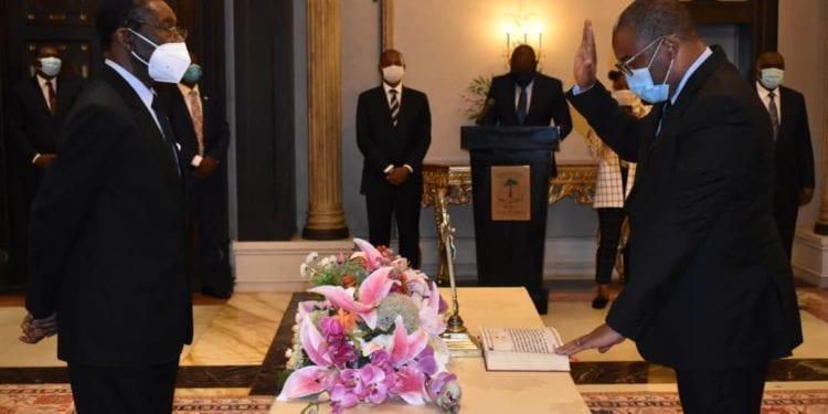 Valentín Ela Maye jura su cargo como Ministro de Hacienda, Economía y Planificación