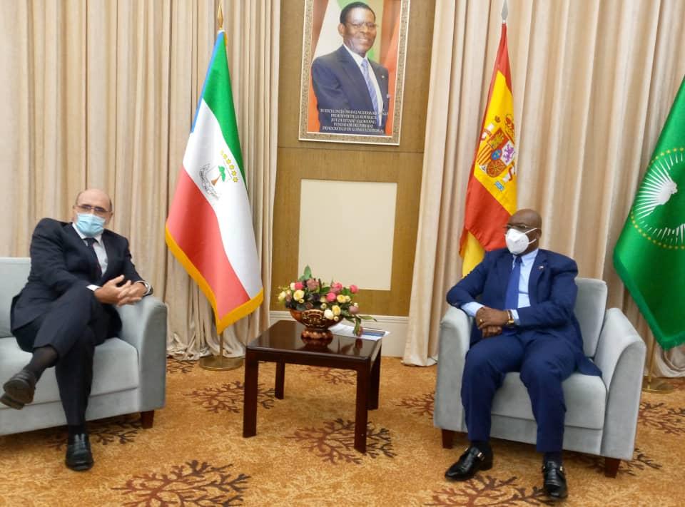 El nuevo Embajador de España en Guinea Ecuatorial presenta sus Cartas de Estilo al Ministro de Exteriores