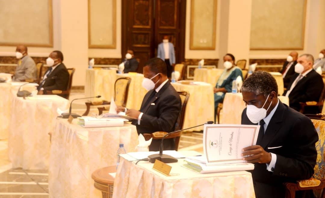 El nuevo ejecutivo se reúne en primer consejo de ministros
