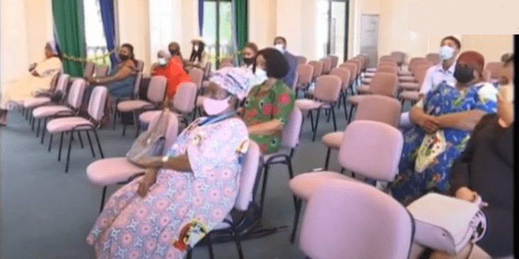 Varias comerciantes del mercado de Semu acusan al Ayuntamiento de Malabo en las oficinas del PDGE