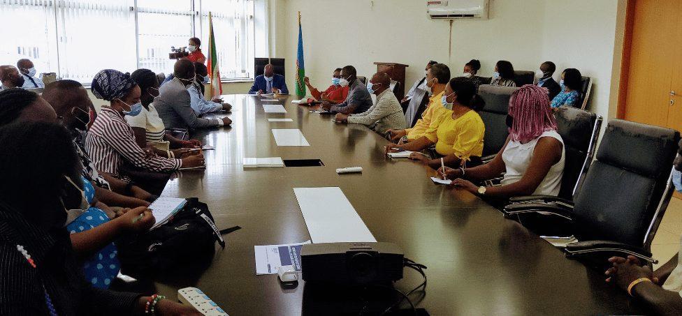 Las farmacias de Malabo tienen plazo de un mes para regularizar sus condiciones legales