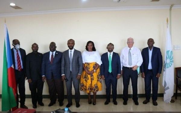 Reunión de los posibles socios de la empresa Seguros Vida