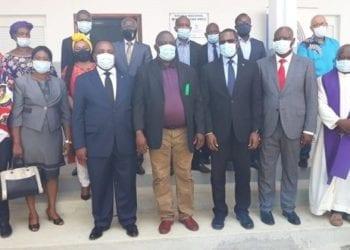 El ministerio de minas hace entrega de obras sociales el Mongomo y Abang Eseng (Ebibeyin)