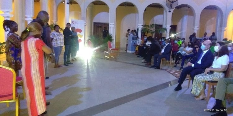 """La compañía teatral BOCAMANDJA presenta su obra """"Invisibles en el Centro Cultural Ecuatoguineano"""""""