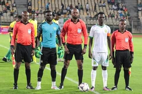 El partido inaugural de la liga camerunesa es dirigido por árbitros ecuatoguineanos