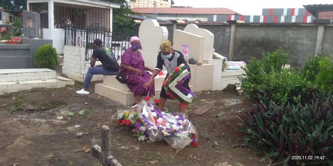 Día de los Fieles Difuntos: varias familias de Malabo visitan las tumbas de sus seres queridos