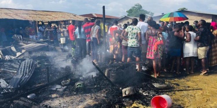 Los oriundos de Djibloho reaccionan tras el incendio que afectó a 35 casas con una víctima mortal en Oyala pueblo