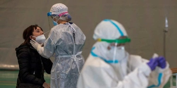 España exigirá a los viajeros procedentes de países de riesgo una PCR negativa en las 72 horas previas