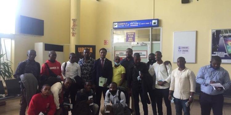 13 jóvenes ecuatoguineanos viajan para cursar estudios castrenses en Rusia y Marruecos