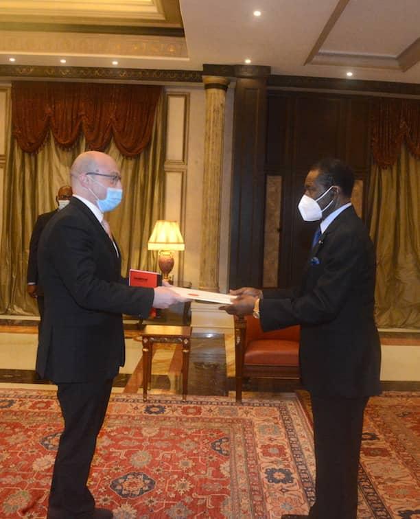 Seis nuevos embajadores presentan sus Cartas Credenciales al Presidente de la República