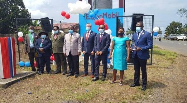 La empresa Exxon Mobil dona dos pozos de agua a los moradores de Luba