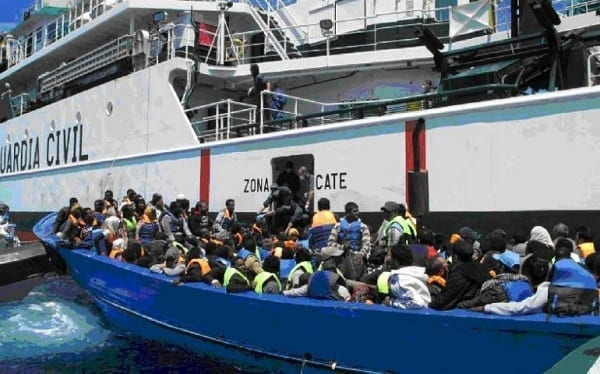 Inmigración: más de 1.600 inmigrantes africanos aterrizan en un fin de semana en las costas de las Islas Canarias españolas