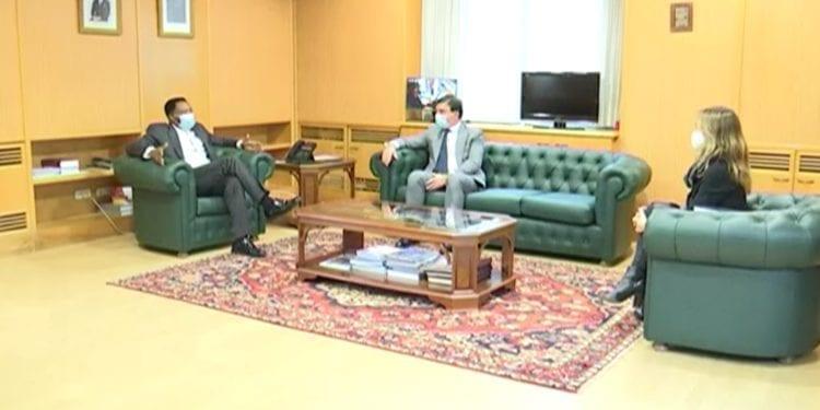 El Embajador de Guinea Ecuatorial en España se reúne con el Director de Gestiones de la Clínica de Ginecología y Fertilidad de Oyala