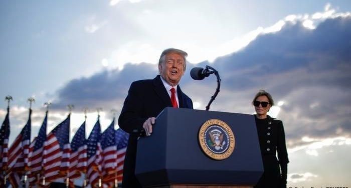 Trump deja la Casa Blanca y vuela ya hacia Florida