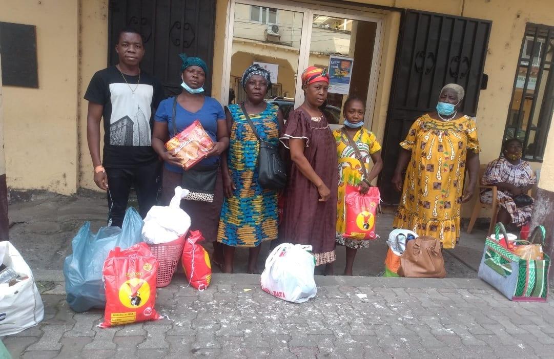 El Banco de Alimentos de Malabo reparte víveres a 27 familias del pueblo de Rebola