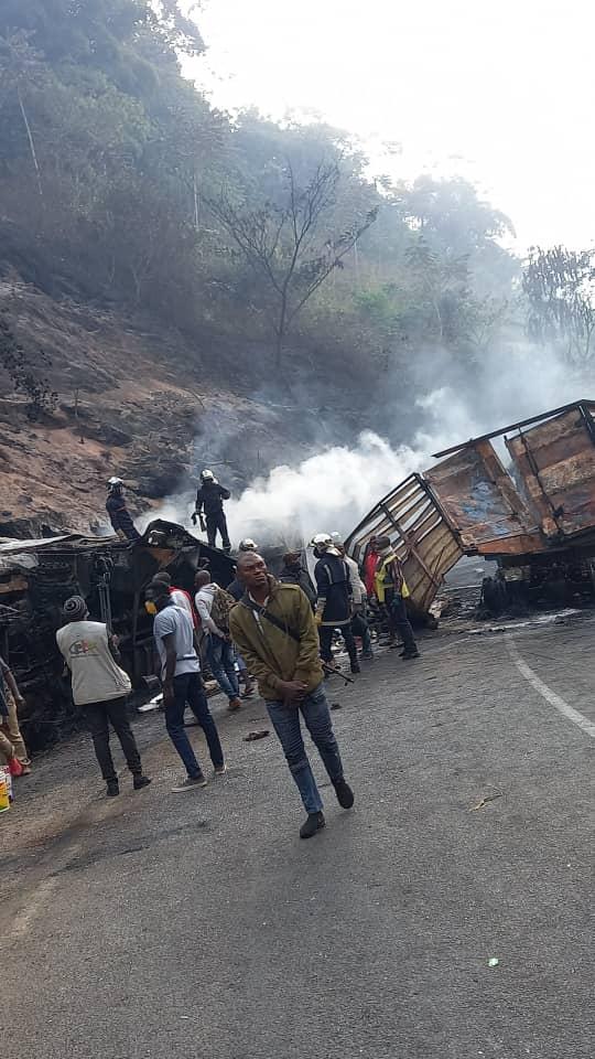 Camerún: Mueren más de 50 personas tras chocar un autobús y un camión cisterna