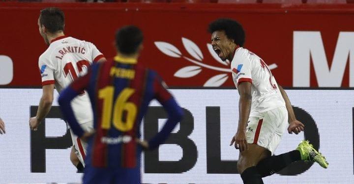 El Sevilla FC frena al Barcelona y pone un pie en la final de la Copa del Rey