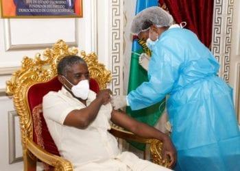 Teodoro Nguema Obiang Mangue, primer vacunado contra el coronavirus en Guinea Ecuatorial