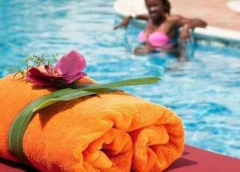 Turismo anuncia 'medidas drásticas' en los próximos días para los dueños de piscinas