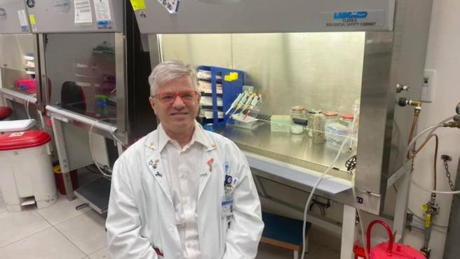 """El médico que ha creado un fármaco con inhalador contra el coronavirus: """"Cura la Covid en cinco días"""""""