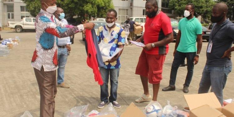 FEGUIDE reparte material deportivo a los diferentes centros de Malabo