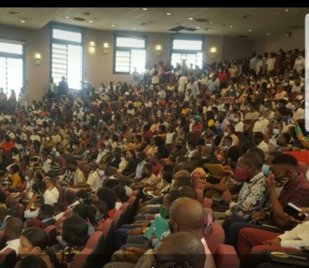 No se suspende la reunión con los egresados tras el retroceso a la fase I y aglutina a más de 1000 personas