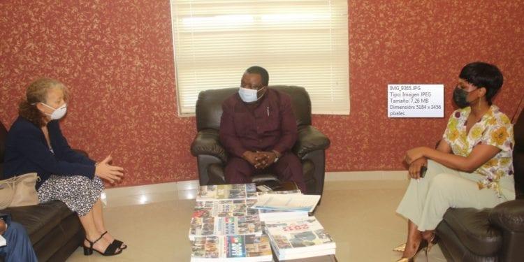 La nueva coordinadora Residente de la oficina de las Naciones Unidas en Malabo se presenta ante el Ministro de Información