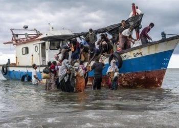 Malasia deporta a más de mil migrantes procedentes de Birmania a pesar de un fallo judicial