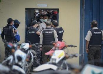 Cuatro motines en cárceles de Ecuador por enfrentamiento entre bandas dejan un balance de 75 víctimas mortales