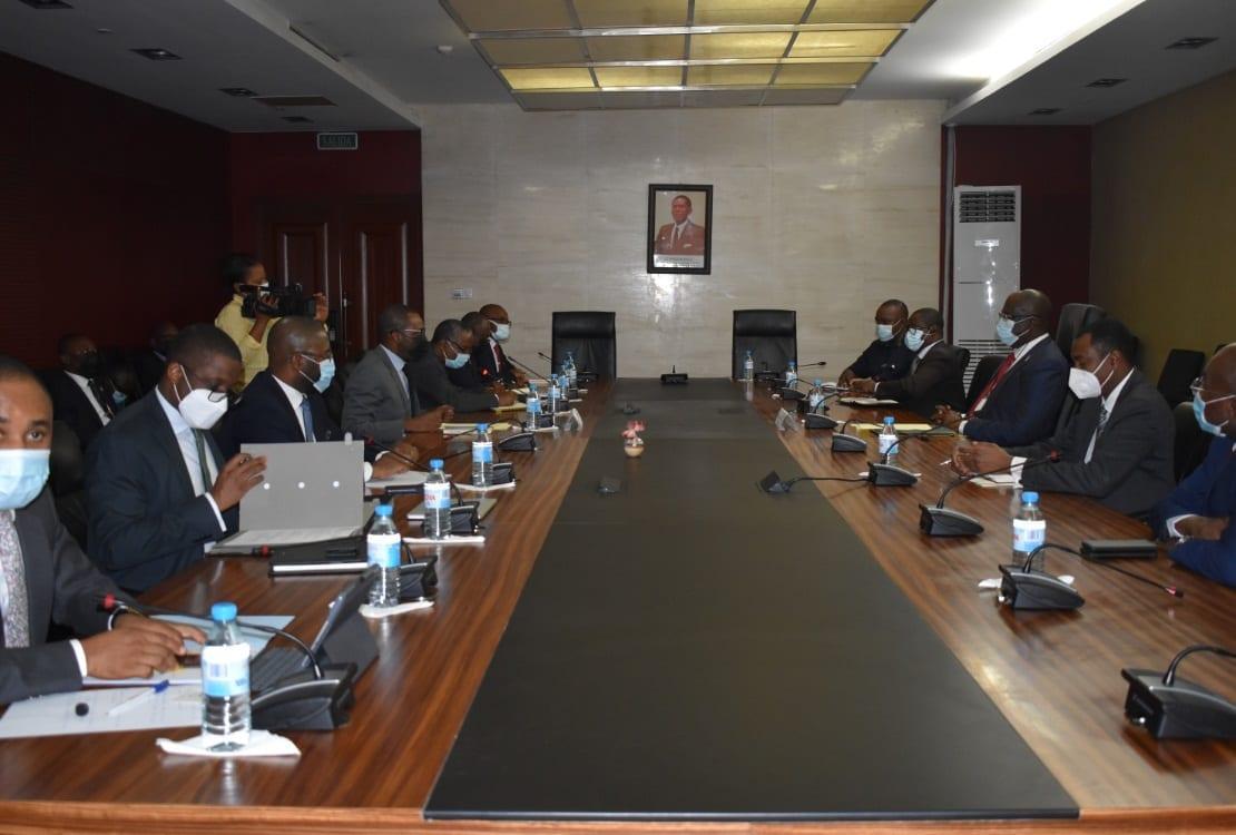 Guinea Ecuatorial y Nigeria firman un memorándum de entendimiento en materia de gas y la piratería